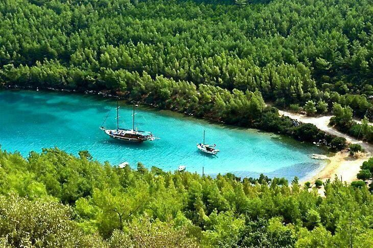 Cennet Cove, Muğla, Turkey.  (via Facebook - Summer In Turkey)  #boat #sea #summer #holiday #cennetcove #bodrum #mugla #tourism #turkey #cennetkoy