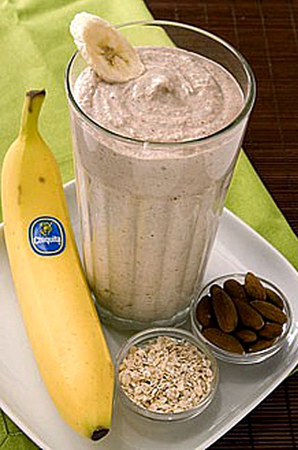 banana oatmeal smoothie 2 whole bananas (best with brown flecks on peel) 2 cups Ice 1/3 cup yogurt - preferably Greek yogurt flavored with honey 1/2 cup cooked oatmeal 1/3 cup almonds Recipe pour all ingredients in blender pouring ice in last. blend on high for 30 seconds or until smoothie thickens.
