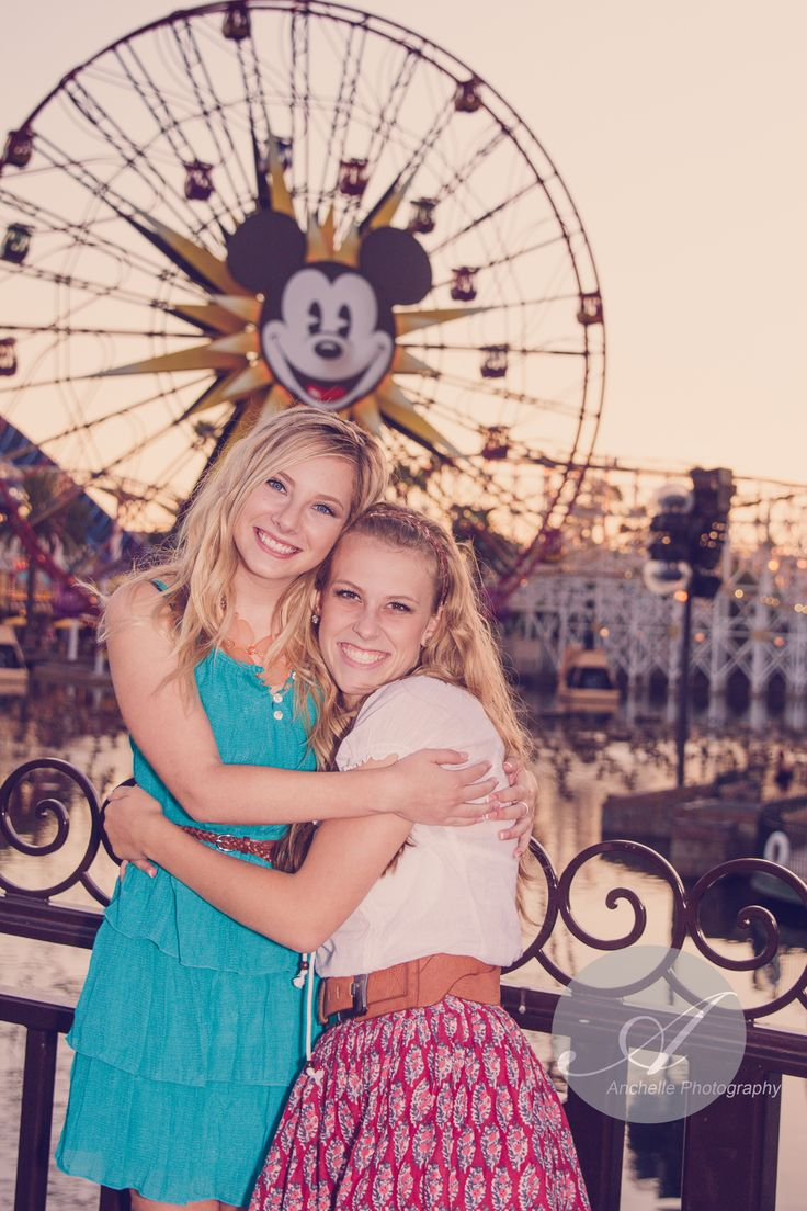 Senior Pictures / Disneyland / Senior reps / Bff session / Anchelle All-stars / Best Friend pose www.anchellephotography.com