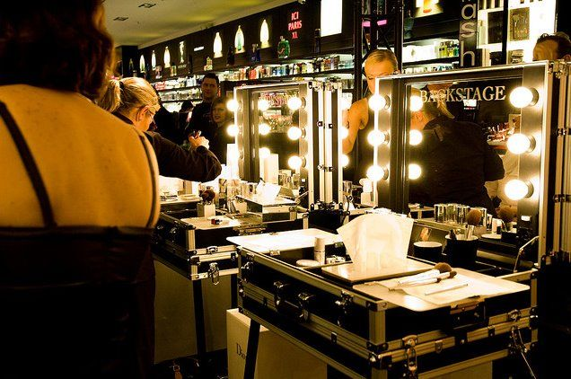 Cantoni professional make up trolleys, customized. www.youtube.com/CantoniOnLine #makeupstation #cantonicustomized #professionalstation