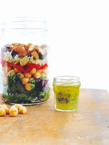 How To: Eat Healthy on The Go // greek rainbow salad in mason jar