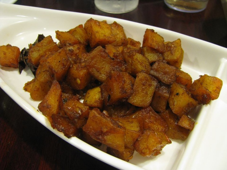 """Sambal goreng kentang, menu khas keluarga Indonesia yang juga kerap dijadikan salah satu """"atribut"""" standar nasi kotak."""