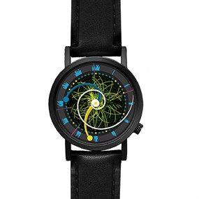 """El reloj fundamental de la física de partículas y de la mecánica cuántica.  Un diseño que representa el cada día mas famoso bosson de Higgs, su llamativa pantalla te muestra de forma clara y sencilla lo que es la """"partícula de Dios"""", sin la cual, ni un solo átomo del universo universal se mantendría unido y claro está, nosotros no existiríamos."""