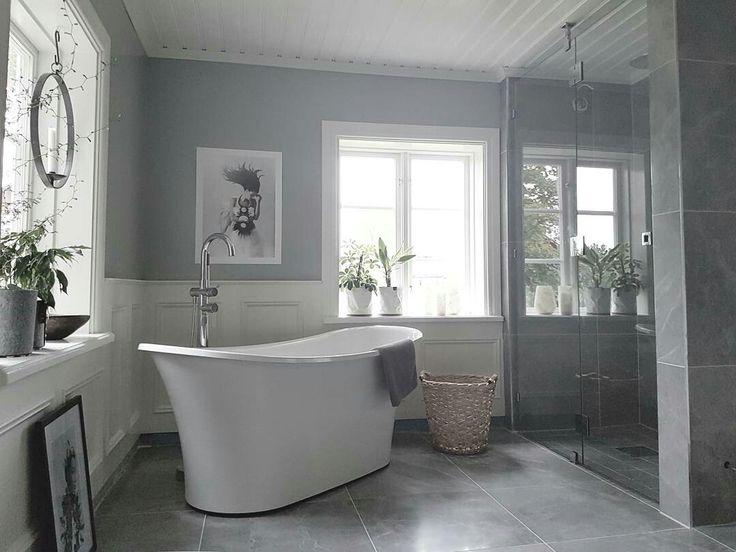 badrum. bathroom. grå marmor klinker från bricmate. badkar-hafa.  inredningen är köpt på www.stallnygardet.se . duschvägg måttbeställd från inr..