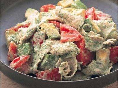 藤野 嘉子さんの豚ロース肉を使った「マヨソース豚しゃぶサラダ」のレシピページです。少し大人な野菜のルッコラをマヨネーズに合わせた、濃厚なソースを豚しゃぶにかけて、彩りよく。 材料: 豚ロース肉、トマト、アボカド、マヨソース、酒、塩