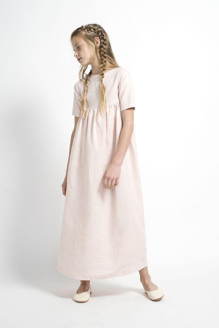 Vestido de comunión disponible en tono rosa, azul o ivory. ¡Original y romántico!