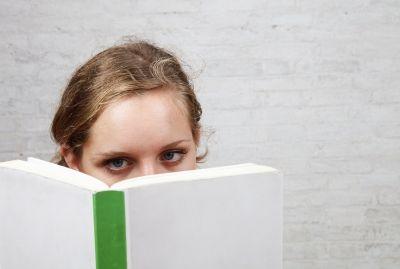 Voorlezen is ontzettend belangrijk. Je werkt namelijk aan de woordenschat en daarnaast vergroot het de leesmotivatie van de kinderen.