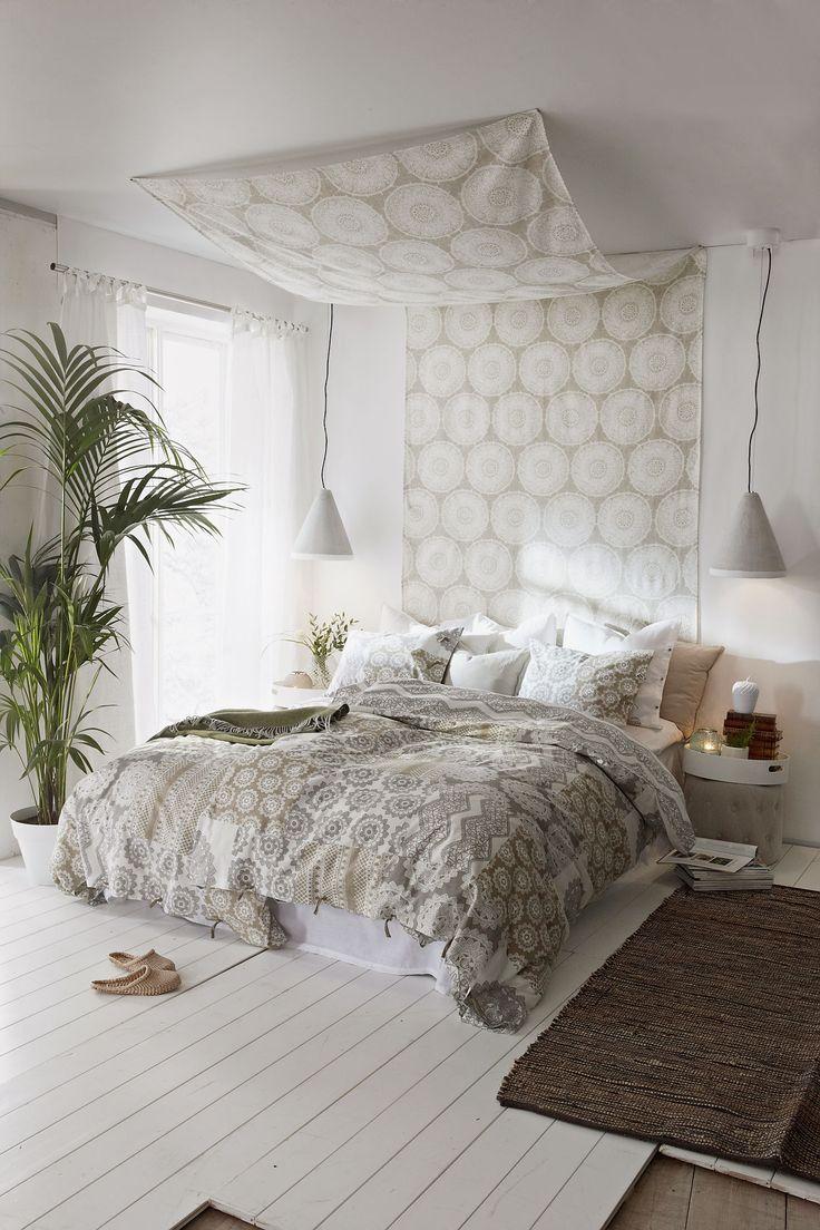Neutrala toner ger en lugn bas i sovrummet
