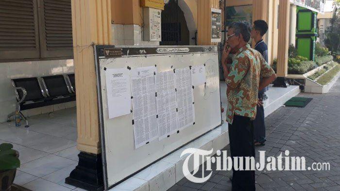 Berkas Kurang, Orang Tua Siswa Baru SMAN 5 Surabaya Lakukan Ini Agar Anaknya Tak Gugur