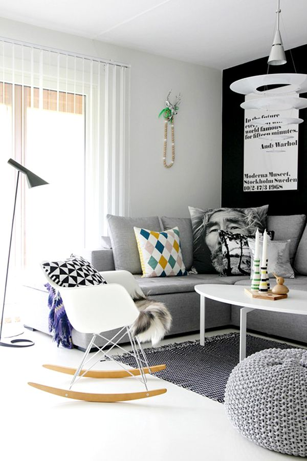 living roomGrey Couch, Living Rooms, Rocks Chairs, Small Living Room, Nordic Style, Livingroom, Interiors Design, Small Spaces, Dark Wall