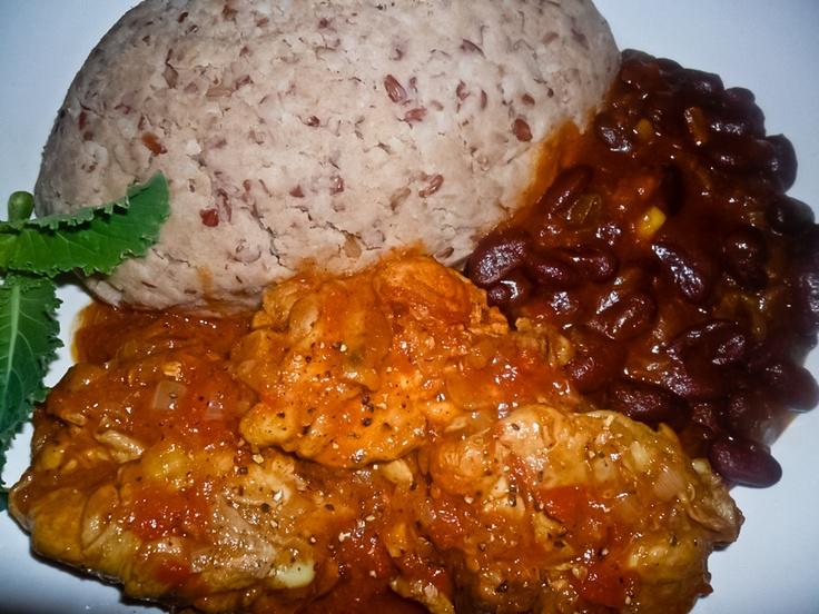 Sadza, huku (chicken stew) and beans (Zimbabwe)  #africanfood #chicken #beans