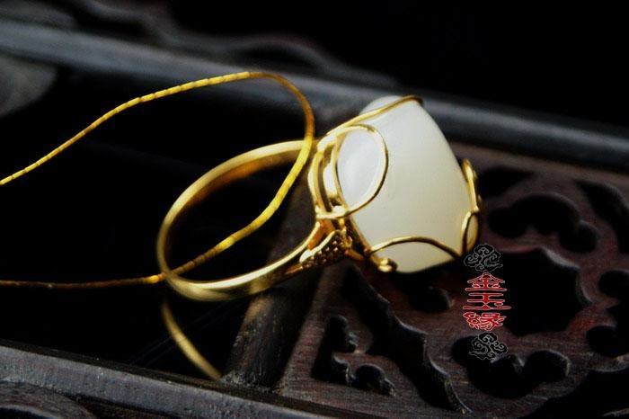 方和田玉戒指