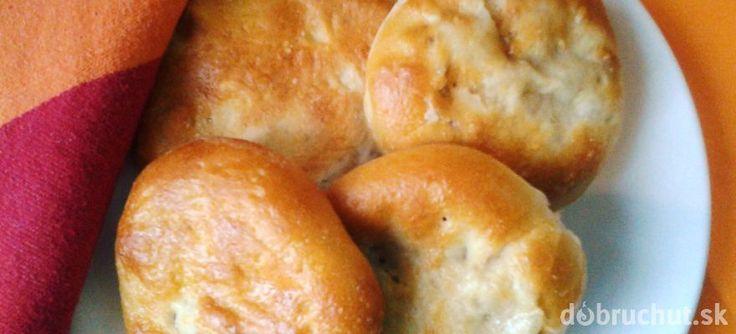 Jablkové kysnuté koláče