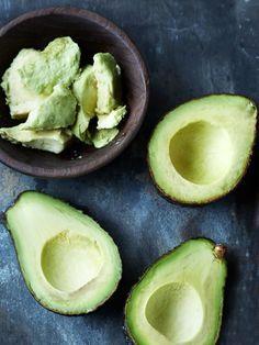 Avocadoöl für die Haare: Wirkung ✓ Haarkur zum Selbermachen ✓ Haarpflege ohne Silikone ✓ Schnelle Hilfe bei trockenen Haaren ✓ – Alle Infos hier finden »