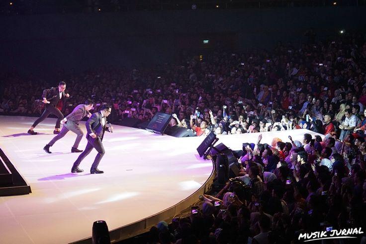 Gelar Konser 30 Tahun, Kahitna Sukses Bikin Romantis Malam Valentine   Musik Jurnal