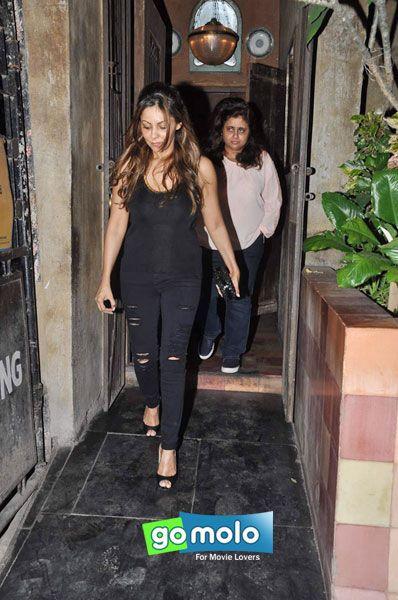 Gauri Khan snapped at Pali Bhavan in Mumbai