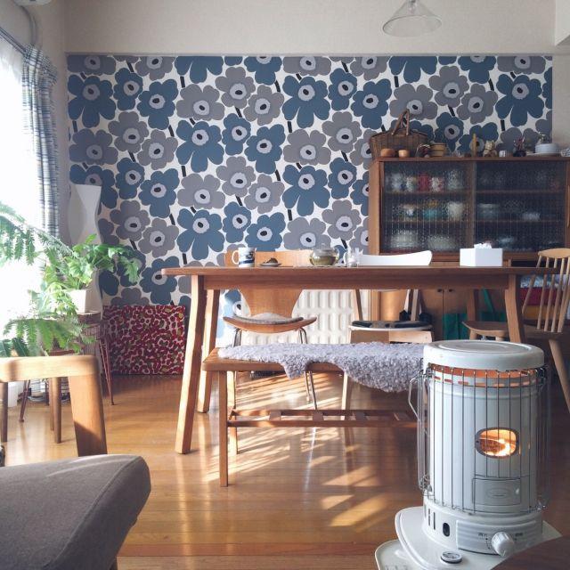 yurikissaさんの、部屋全体,IKEA,食器棚,レトロ,マリメッコ,北欧,ストーブ,marimekko,壁紙,北欧インテリア,momo natural,無垢テーブル,ムートンラグ,観葉植物のある部屋,賃貸マンション,冬支度,緑のある暮らし,のお部屋写真