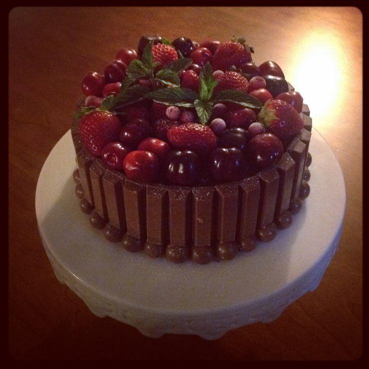 Bolo de chocolate e frutos silvestres