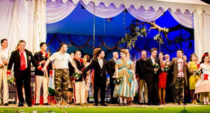 într-o Sâmbătă, 27 februarie 2016, la Opera Națională București, premieră W. A. Mozart: Così fan tutte Spectacol realizat în co-producție cu Opera Garsington, Marea Britanie Orchestra și corul Oper…