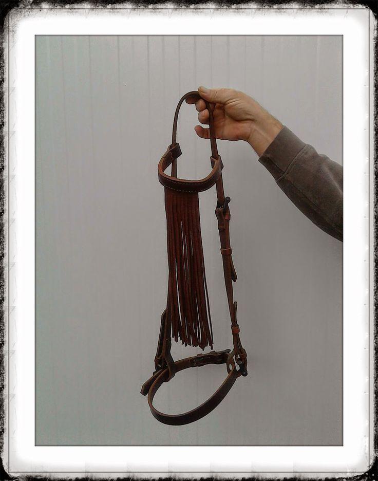 """Cabezada para el caballo """"Estilo vaquero"""" 60 € + gastos de envío No creo que la encuentres más barata, ésta es en cuero de primera calidad http://cueroripkay.blogspot.com.es/2014/11/cabezada-para-el-caballo.html"""
