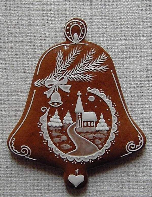 zvonek/à transposer en porcelaine froide ou bois+ dentelles&broderies anciennes de récup+peinture à cerner/DB