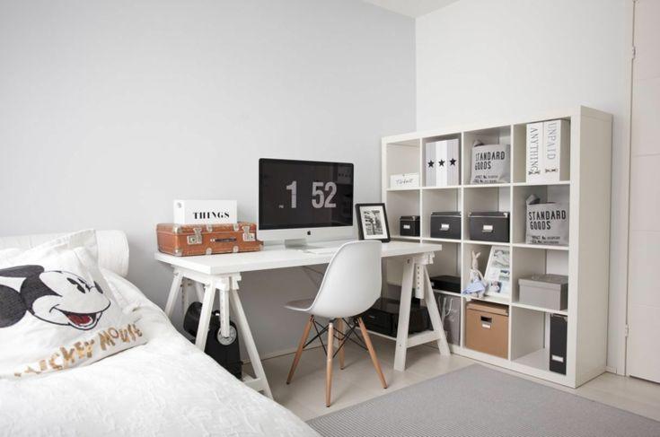 Ikea Einrichtung im skandinavischen Stil mit Schreibtisch und Regal   Jugendzimmer weiß ...