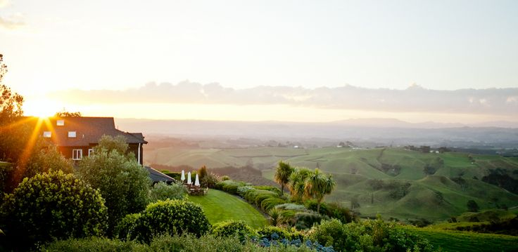 The dream of an exclusive country wedding amidst the beautiful surroundings of the Bay of Plenty is a reality at Bella Vista Lodge, Tauranga. Spectacular views of rolling green hills, mountain tops, moonlit seas and city lights create a majestic atmosphere to make your special day a memorable one. http://trulyandmadly.co.nz/suppliers?utf8=%E2%9C%93&query=Bella+Vista