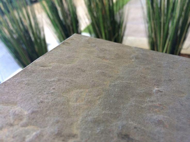 Natuursteen steenfineer. Neem bij interesse in dit product vrijblijvend contact op met Trivium Trade B.V. via www.triviumtrade.nl of info@triviumtrade.nl of bel: 070-3010500