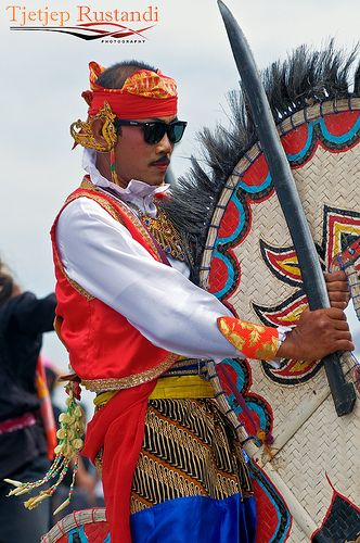 """Kuda Lumping another one performer.Kuda Lumping also called """"Jaran Kepang"""" is a traditional Javanese dance depicting a group of horsemen. The dance employs a horse made from woven bamboo and decorated with colorful paints and cloth."""