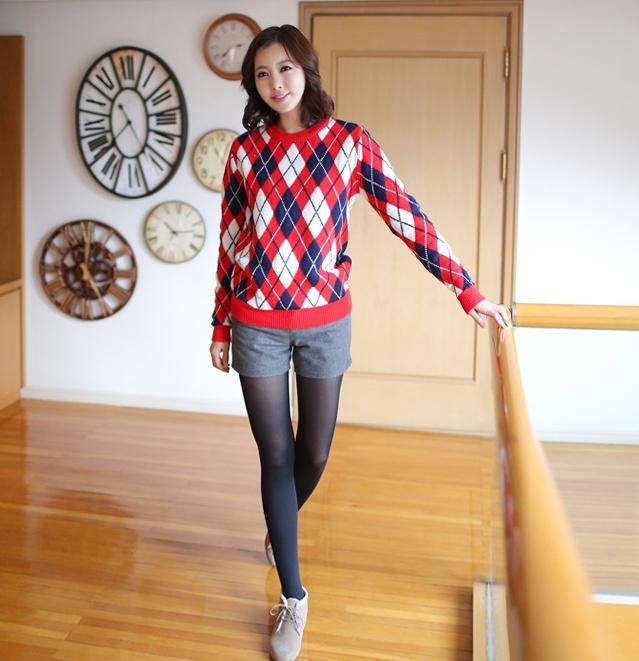 tartan sweater! see more on thehallyu.com