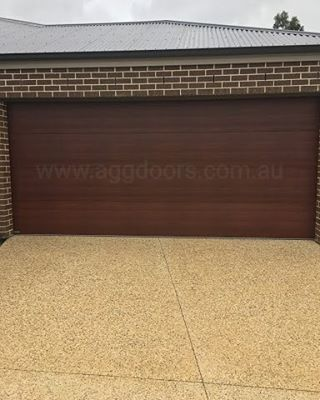sectional panel door, Madison Style in the colour Caoba (timber look)