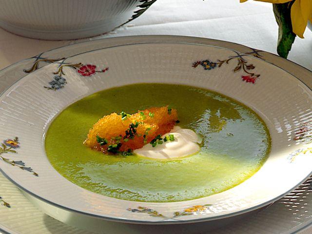 Grön ärtsoppa med löjrom och crème fraiche (kock recept.nu)