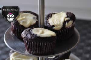 Schokolade-Käsekuchen-Muffins, fast wie von Starbucks ;) Rezept gibt es hier auf meinem Blog: http://bakingavenue.wordpress.com/2014/08/03/schokolade-trifft-kasekuchen-chocolate-meets-cheesecake/