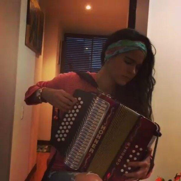Que bonita interpretación de @mimianayao -  Tocándote con el alma... 🎹❤️🙏🎵💓🎤 #Acordeón #LunaSanjuanera #Vallenato  #MujeresAcordeonistas #AbsudamenteFeliz #VallenatoDeMiAlma #AmoMiAcordeón #Acordeonistas #MimiAnaya #MimiSound #Music #Música #MusicAndLove #talentedmusicians