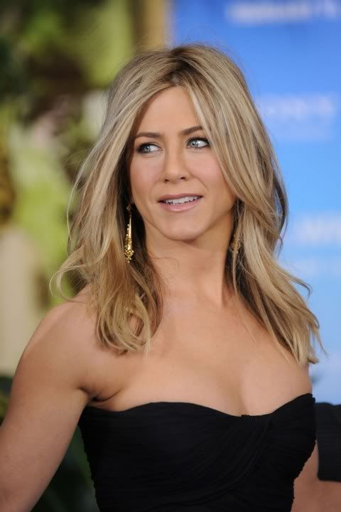 Jennifer Aniston what a stunning lady, have loved every single film and show I've ever seen her in. Loved how she dealt with (in the media anyway) her divorce etc... Classy lady!