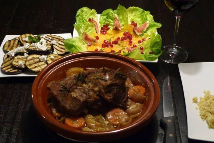 Een heel stuk lamsvlees blijft lekker zacht en de tajine, meer dan bijv. gewoon in de oven.