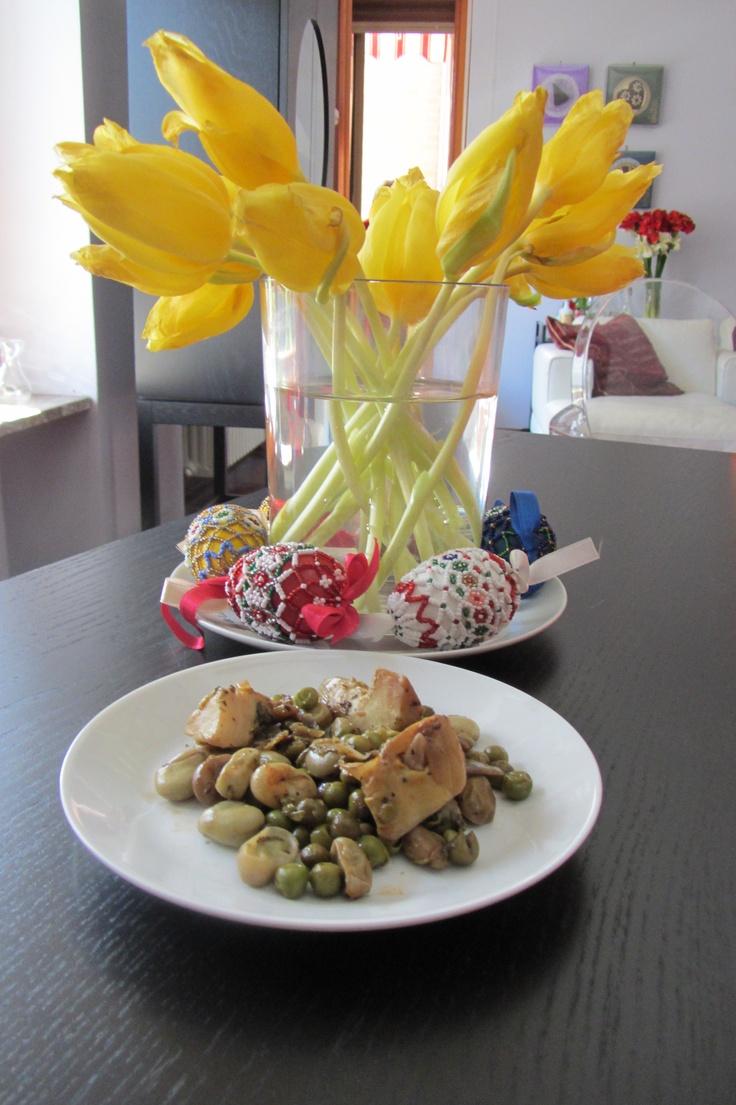 pranzo di Pasqua in famiglia, con la Vignarola di mia sorella...ricetta e dettagli su http://lacuocacialtrona.blogspot.it/2013/04/50-sfumature-di-verde_1.html