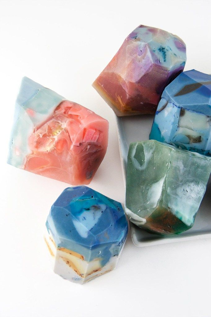 Love these #DIY soaps that look like gem stones! Find out how to make them here…