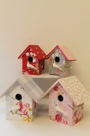 Vogelhuisje pip chinese rose | Vogelhuisjes met behang pip studio | www.roozje.nl Birdhouse for nursery with music box or lamp