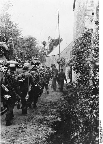 """Grenadiers under protection of the """"panthers"""" and hedges and mature trees, 1944 Normandy"""