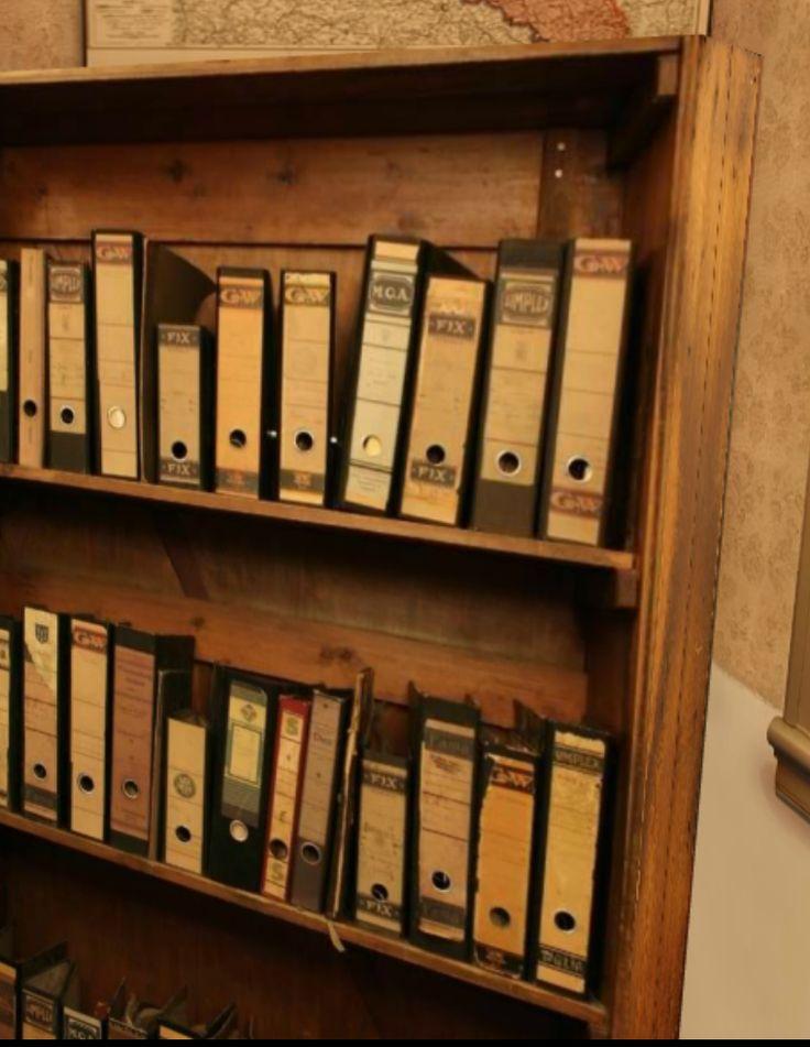 Betreed het 3D huis van Anne Frank, loop virtueel door de ruimtes, bekijk de indeling, luister naar de muziek van toen en lees fragmenten. Een van de mooiste online museum die er is.