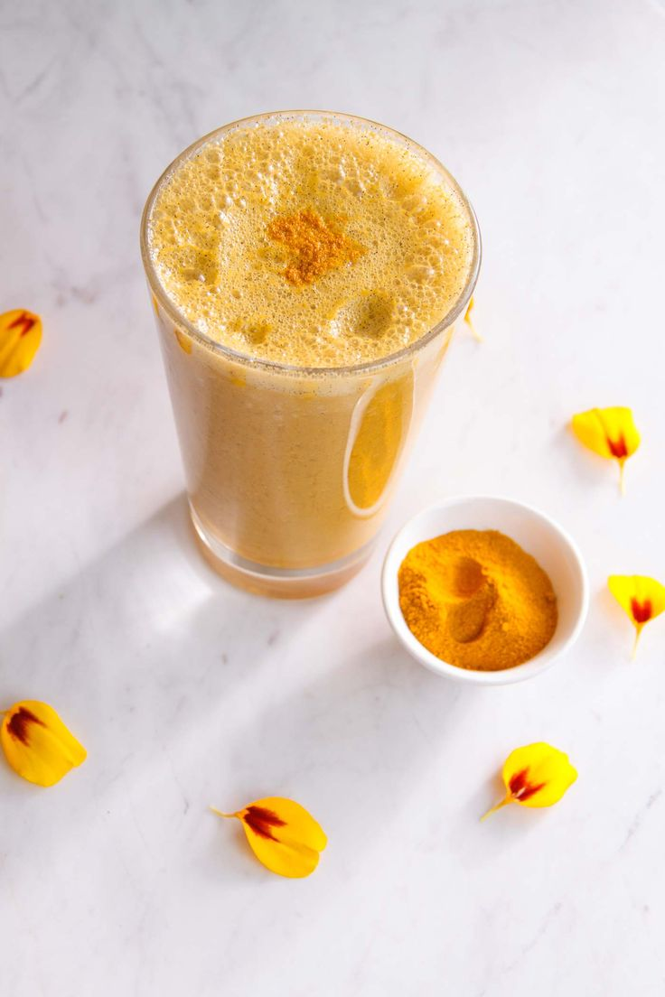Anti-inflammatory Sunshine Apricot Turmeric Smoothie – full of juicy fruits and antioxidant rich compounds. Sunshine in a glass!