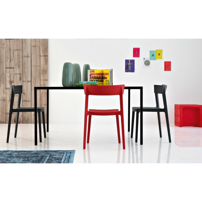 Calligaris SKIN chairs and HERON table