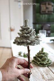 Heute habe ich etwas weihnachtlich gehäkeltes für Euch. Kleine Tannen aus Baumwollgarn auf Stöckchen mit Moos, Schnee, Fuchs und Co.      ...