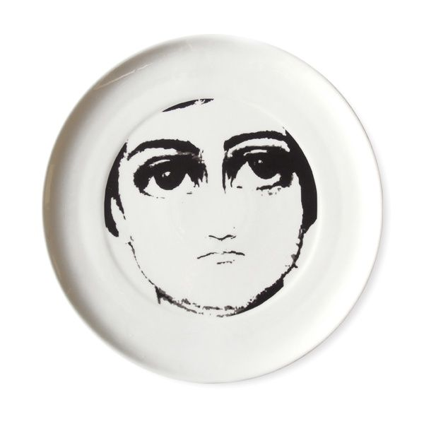 DONNA plate - Mopsdesign  Remarkable DONNA plate, on its center there is graphic of a woman.