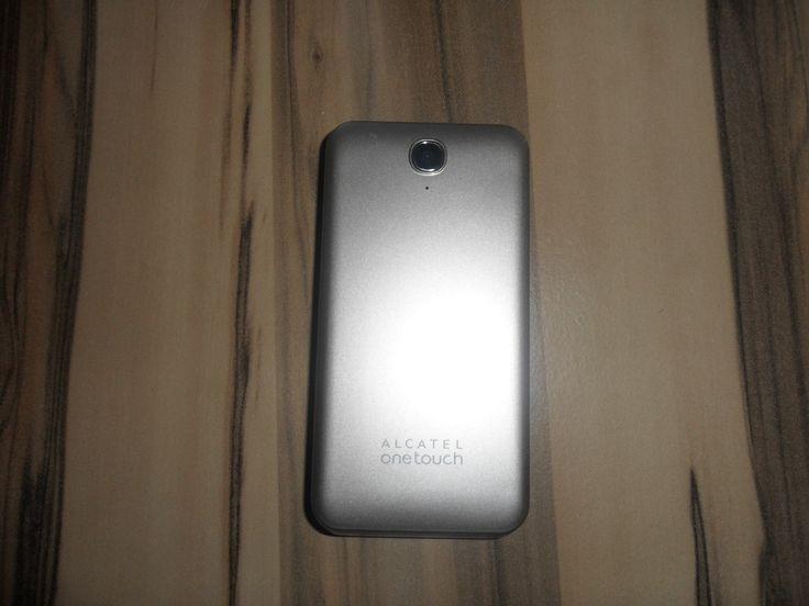"""Display: 2.8"""", 320x240 Pixel, 262.144 Farben • Kamera: 3.0MP (hinten) • Schnittstellen: 3.5mm-Klinke, Micro-USB, Bluetooth 3.0 • Sensoren: nein • Speicher: microSD-Slot (bis 8GB) • Navigation: nein • Netze: GSM (850/900/1800/1900) • Netzstandards: GPRS, EDGE • Akku: 750mAh, wechselbar • Standby-Zeit: 450h • Gesprächszeit: 6h • Gehäuseform: Klapphandy • Gehäusematerial: Kunststoff (Rückseite) • Abmessungen: 107x53.7x14mm • Gewicht: 96g • SIM-Formfaktor: Mini-SIM  @ebidnet"""