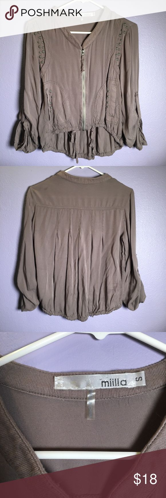 Grey zip up top with pockets Cute flowy grey zip up top with pockets. Super cute I just never wear it. Tops Blouses