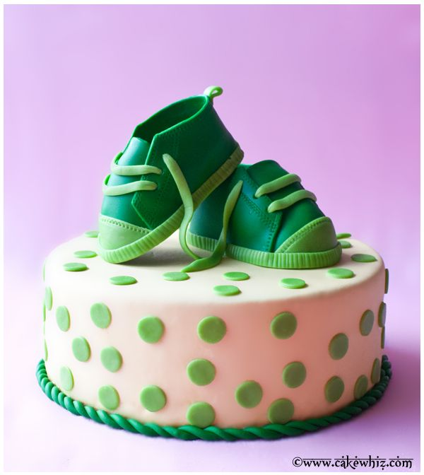 How to make CUTE fondant baby shoes for a cake. Tutorial and template included...
