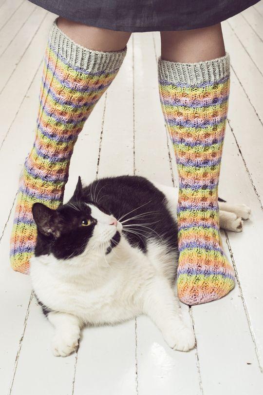 Neulotut Vaahtokarkki-sukat Novita 7 Veljestä Raita ja 7 Veljestä | Novita knits