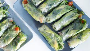 Lekker en makkelijk recept voor als je met een groep gaat eten: springrolls! Met o.a. zalm, avocado en zeewiersalade #gewoonwateenstudentjesavondseet.